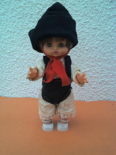 muñeca de goma gauchita años 70s. exelente estado