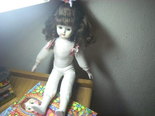 muñeca de porcelana coleccionable
