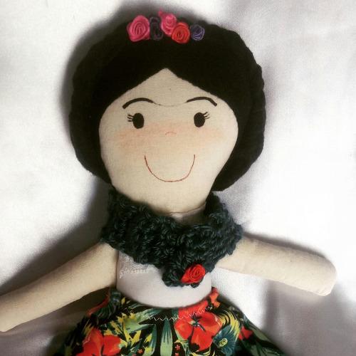 muñeca de tela artesanal pintada a mano