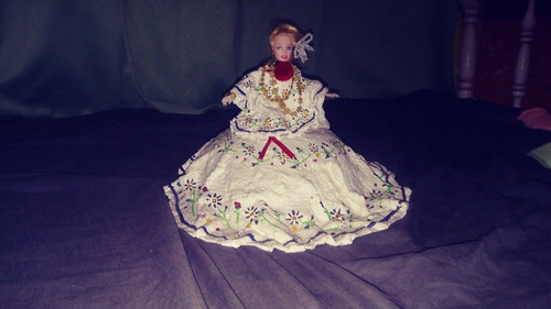 muñeca empolledara hecho con cemento blanco con,cemento,gris