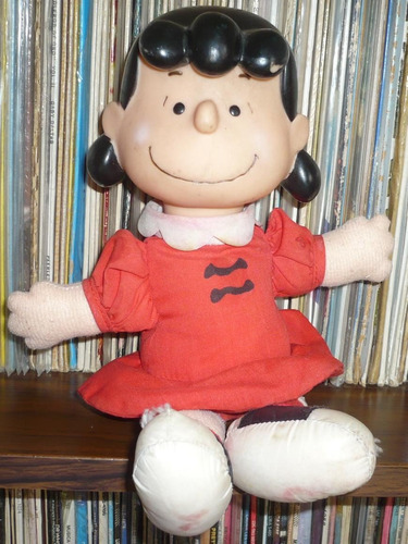 muñeca lucy peanuts snoopy charlie brown