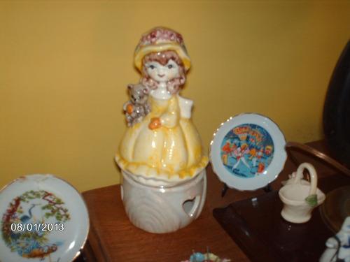 muñeca musical de loza o porcelana