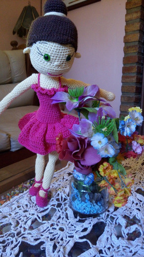 muñeca tejida a crochet - amigurumi