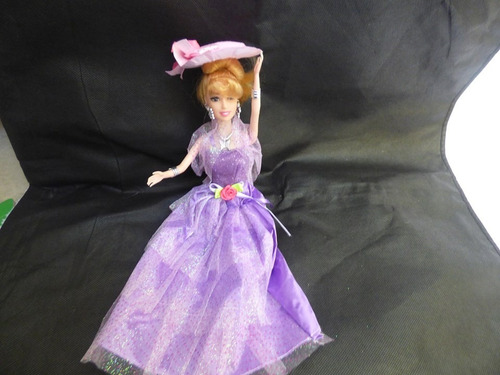 muñeca tipo barbie de caucho con accesorios
