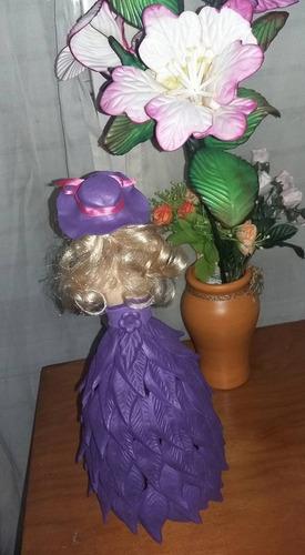 muñeca vestida en goma eva