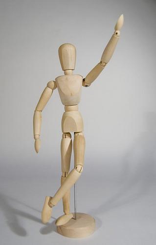 muñeco articulado madera 12 cm!!! cerrada en ziploc!!