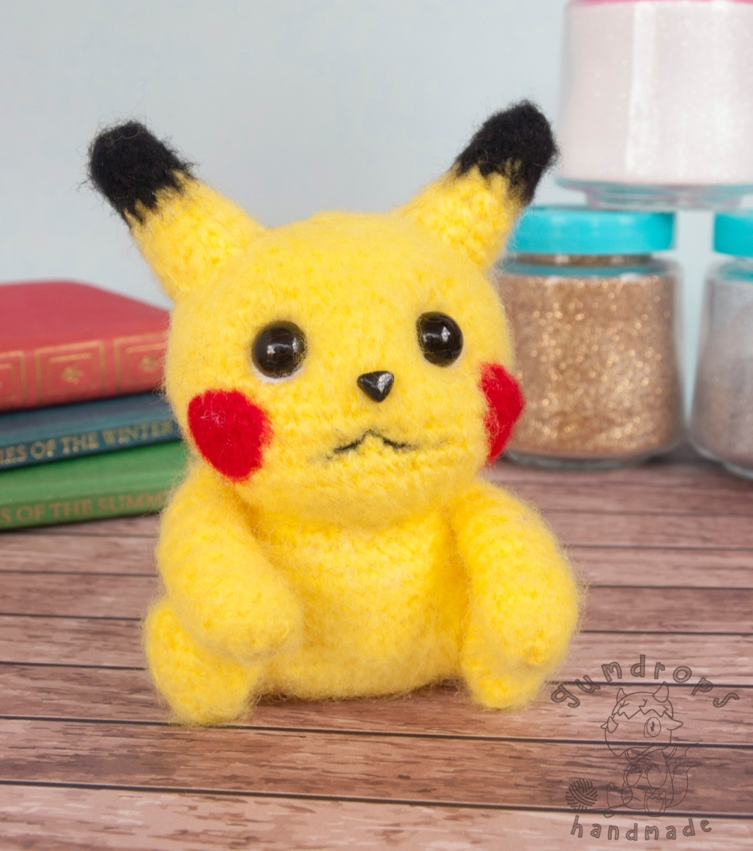 Pikachu Medium Amigurumi Pokemon Plush: Amazon.co.uk: Handmade | 1200x1061
