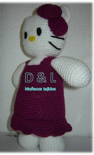muñeco tejido tipo hello kitty