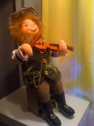 muneco violinista
