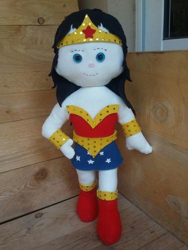 muñecos artesanales de tela. batman, la mujer maravilla...