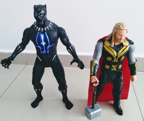 muñecos de thor y pantera negra, el precio es por los 2