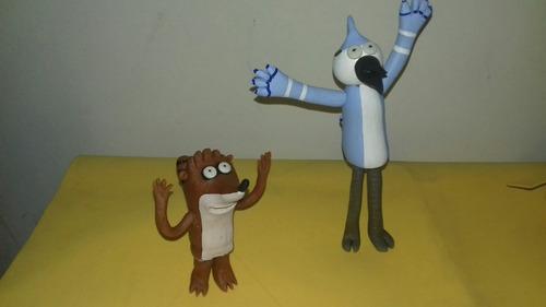muñecos de un show mas