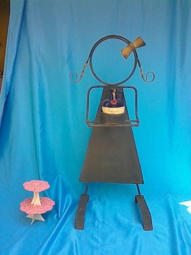 muñecos niña y niño en hierro forjado para decoracion bodas