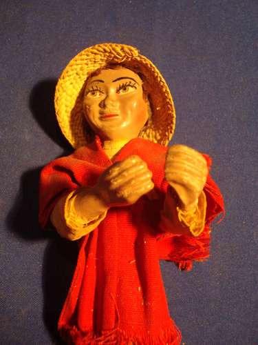 muñecos policromados. artesania antigua.