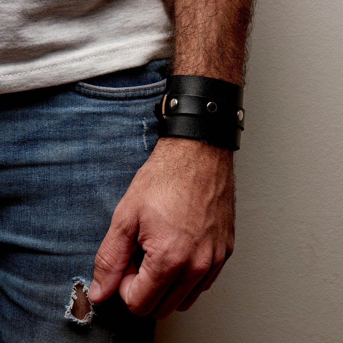 0dd245a65ce7 muñequera brazalete pulsera hombre - cuero genuino - acero. Cargando zoom.