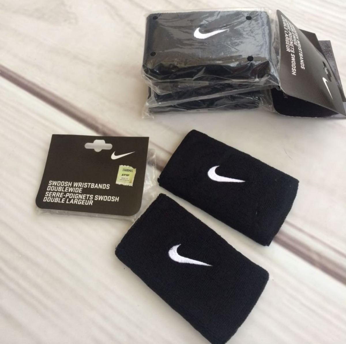 c811d2af3 Muñequeras Nike Swoosh - $ 720,00 en Mercado Libre
