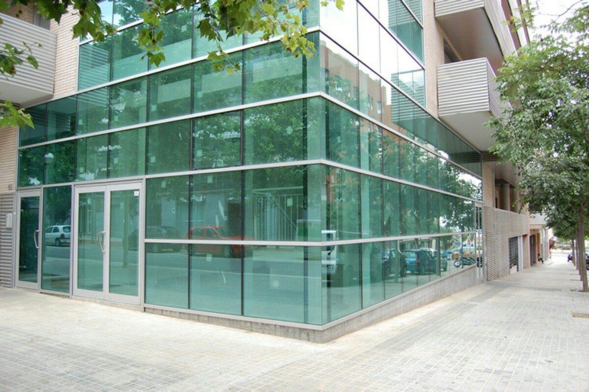Muro cortina de vidrios fachadas integrales en todo el for Fachadas de cristal