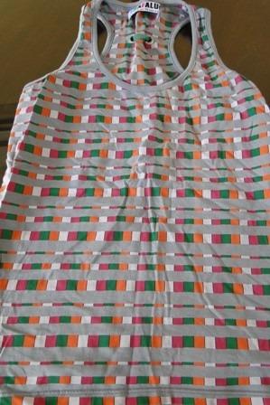 musculosa brasilera talle 3 gris con cuadros de colores