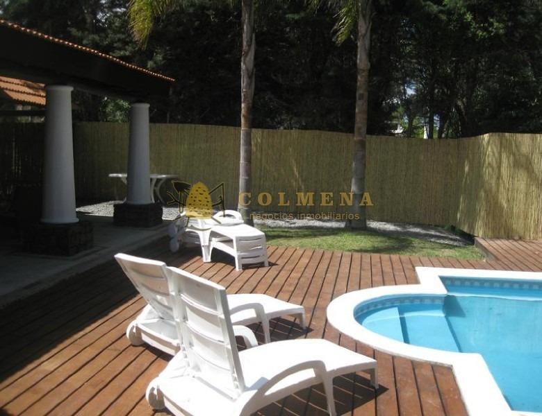 muy agradable casa con preciosos parque y piscina!!-ref:610