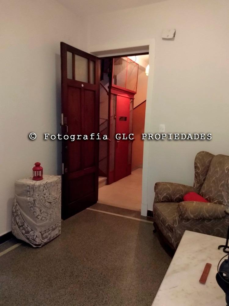 muy amplio apartamento, casi otro dormitorio o escritorio.