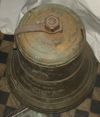 muy antigua campana en bronce de reloj monumental  percusion