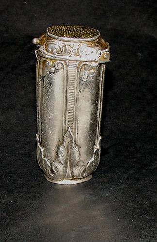 muy antigua fosforera en plata sin punzon en buen estado