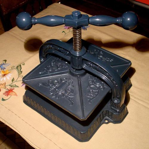 muy antigua prensa de imprenta o encuadernacion libros