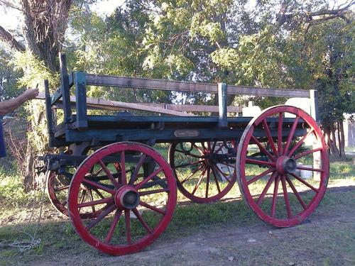 muy antiguo carruaje a caballos otros