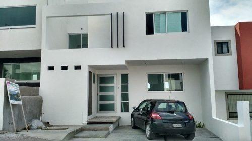 muy bonita casa en venta con gran diseño en punta esmeralda,