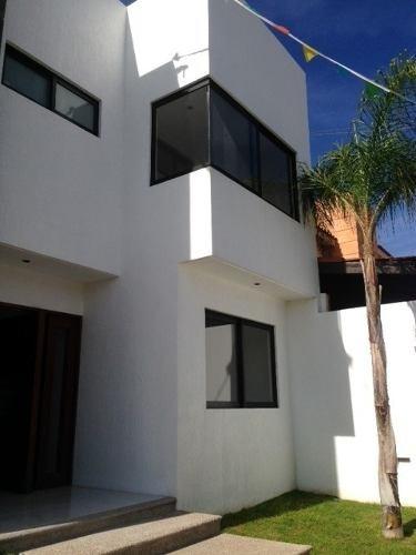 muy bonita casa en venta en fraccionamiento de juriquilla!