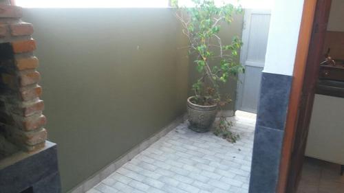 muy buen 2 amb, patio, parr y gas natural , vent de techo!!