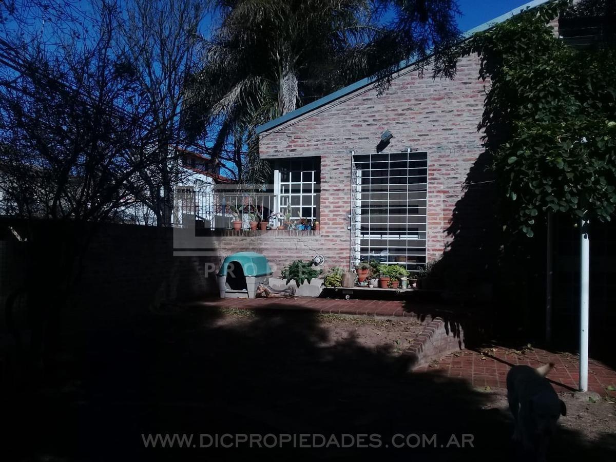 muy buen chalet 4amb muy luminoso amplio jardín - villa adelina