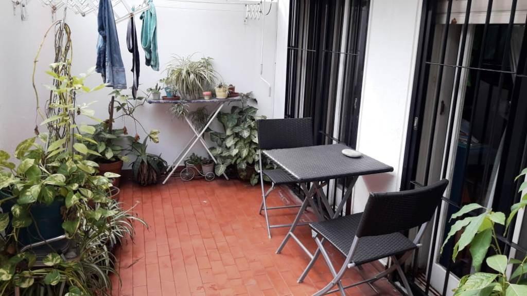 muy buen departamento de 3 ambientes con cochera y patio