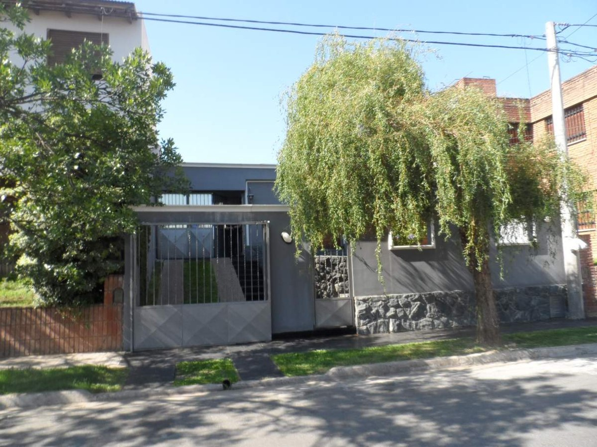 muy buen inmueble cerca hospital privado,impecable estado-