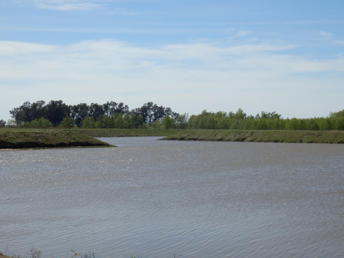 muy buen lote con salida al río en villa panaracito