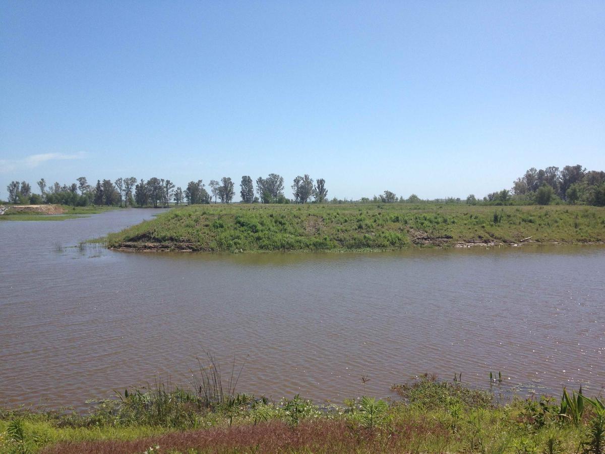 muy buen lote con salida al río en villa paranacito