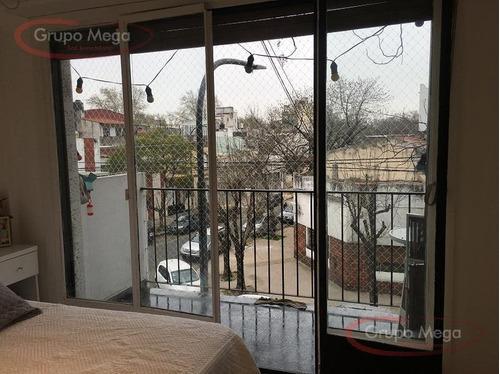 muy buen monoambiente al frente con balcon