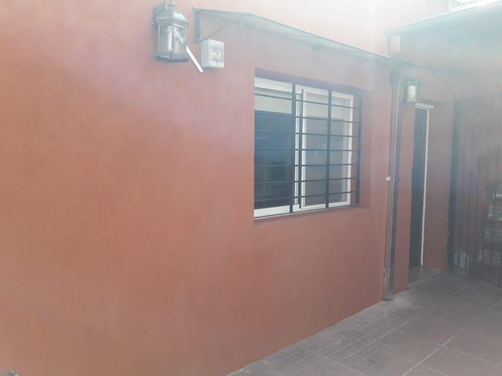 muy buen ph 3 ambientes con patio, parrilla y lavadero. muy buena ubicacion.