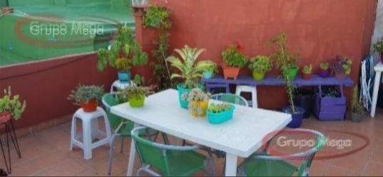 muy buen ph de 2 ambientes con patio y terraza