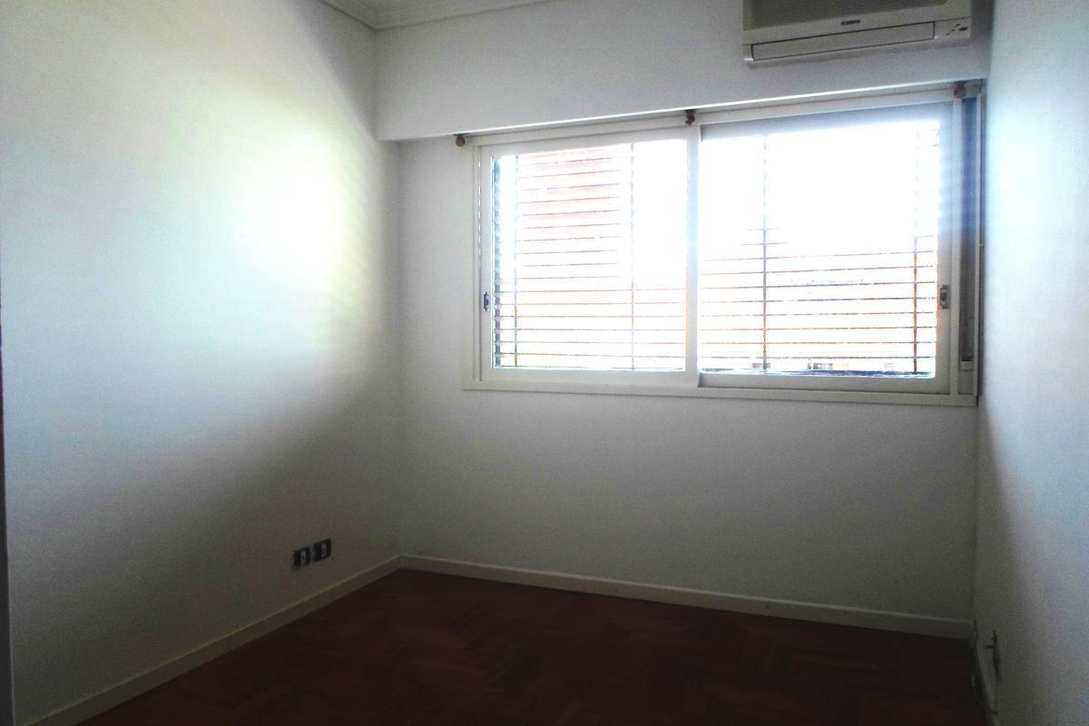 muy buen triplex 3 dormitorios en  la lucila