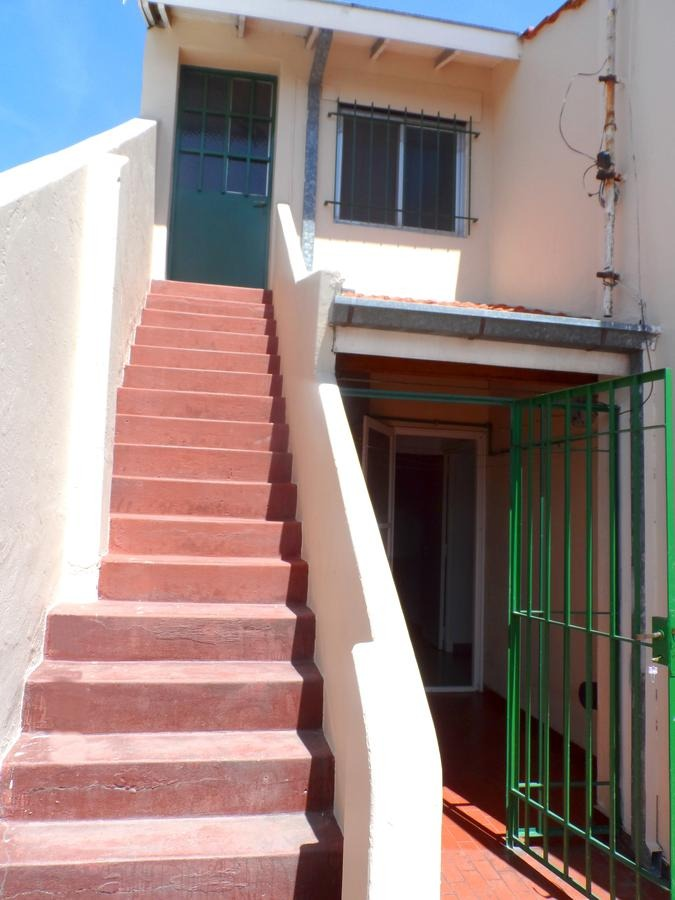 muy buena casa 4 amb. con 2 loclaes - villa adelina