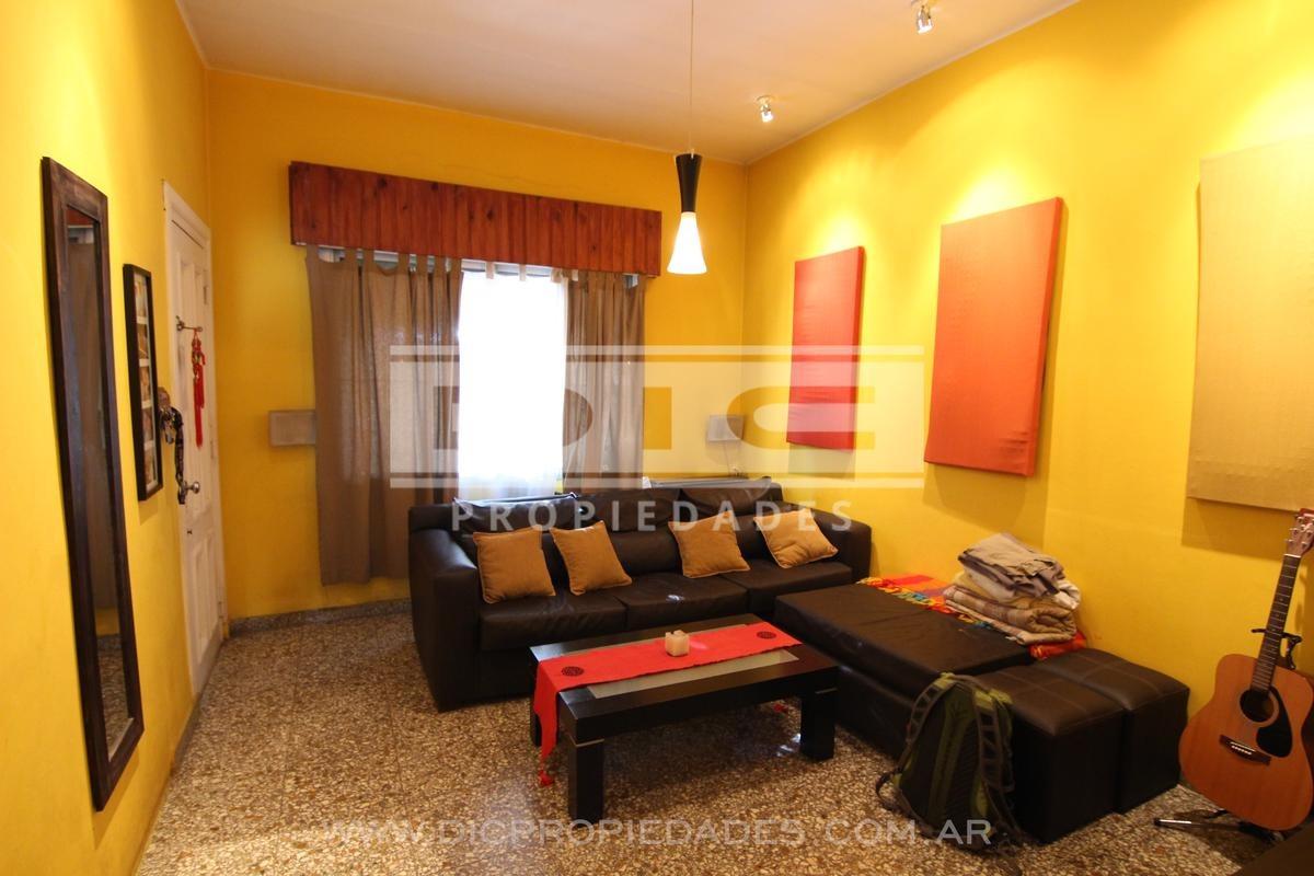 muy buena casa 4 amb   dep. de servicio. muy buena ubicación. - carapachay