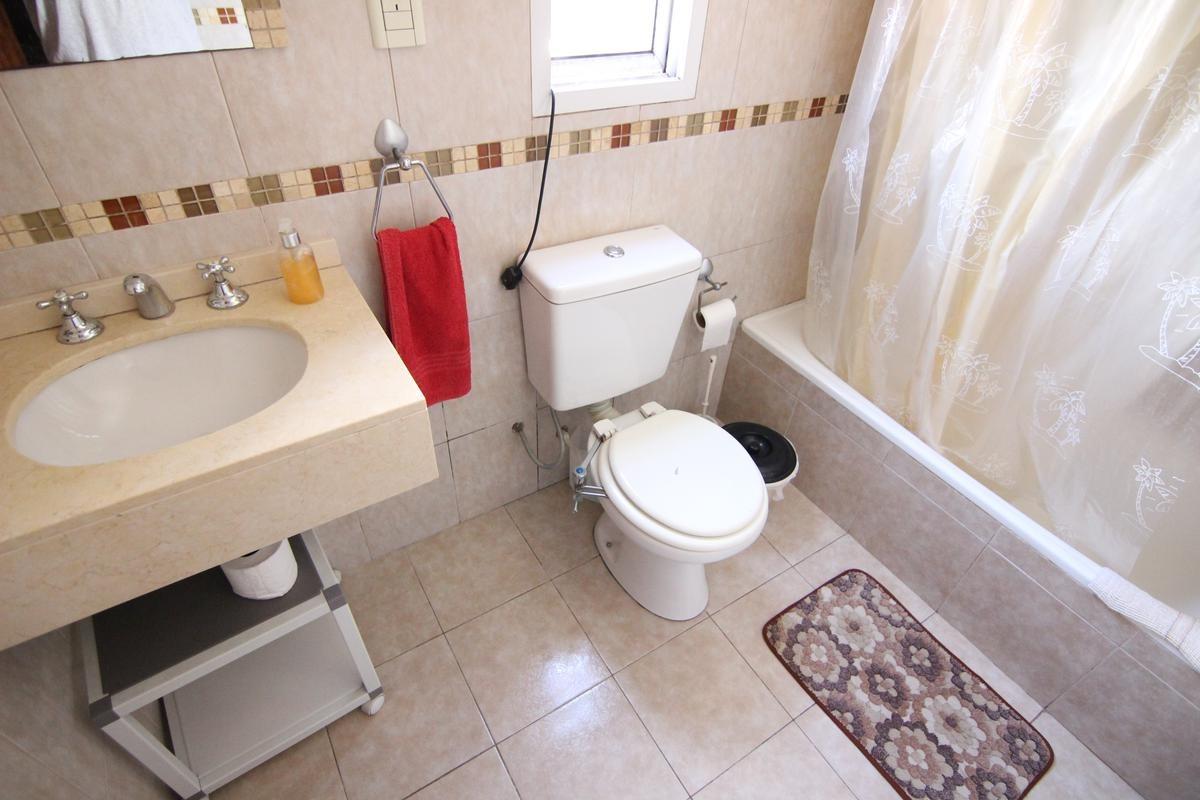 muy buena casa de 3 dorm, baño y toilette en boulogne