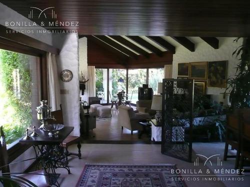 muy buena casa de más de 400 m2 sobre lote de 7100 m2,  frente a 3 calles, verano 2019!