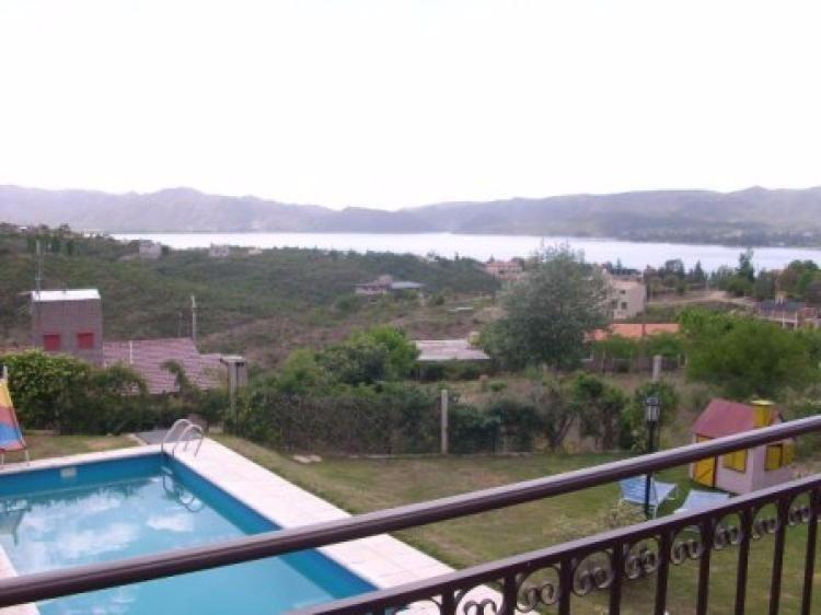muy buena casa en carlos paz, con excelente vista al lago