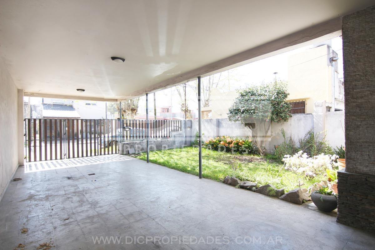 muy buena prop multifamiliar con jardin y patio. muy buena ubicacion - villa ballester