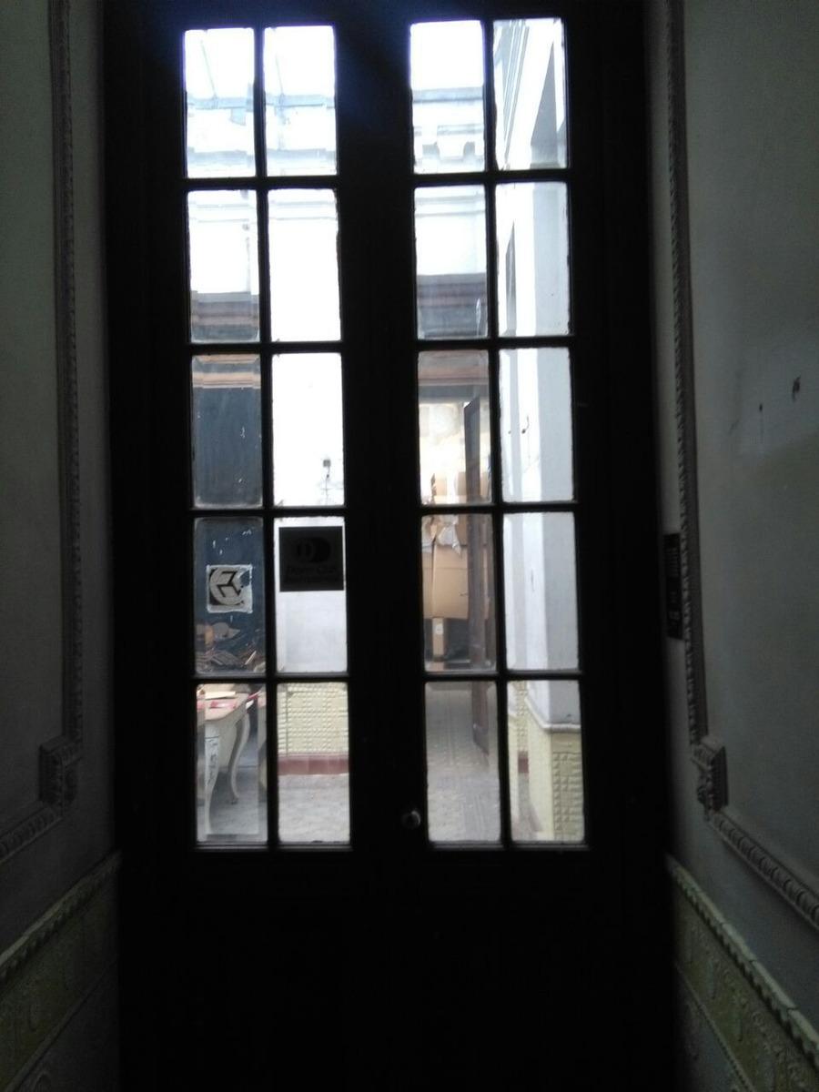 muy buena propiedad mvd centro, ideal p/ oficinas o depósito