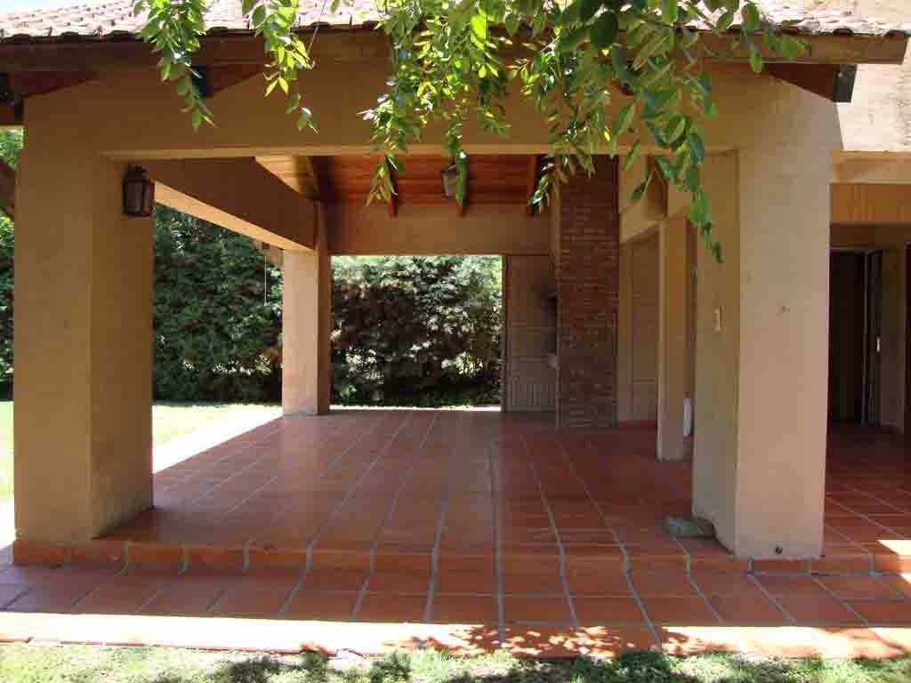 muy linda casa en carlos paz, con pileta, parque, aire acond