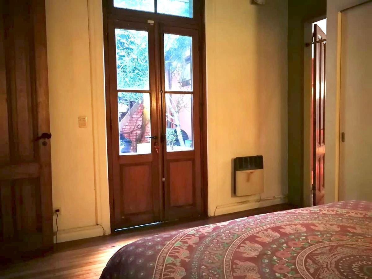 muy linda casa en castillo al 800, con terraza, patio y parrilla