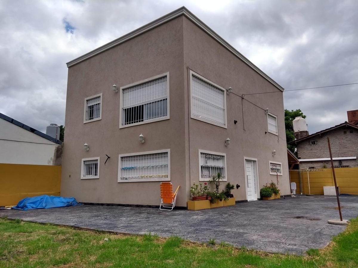 muy linda casa en el talar de pacheco, ideal para construir duplex, sobre terreno de 704 m2.